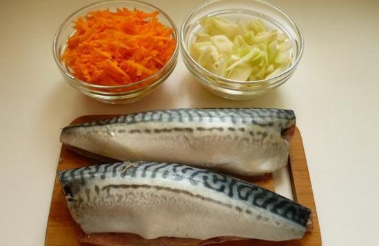 Вкусная фаршированная скумбрия, тушеная с морковью и луком 2