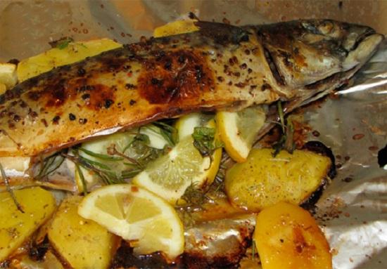 рыба в духовке с морковью и луком и картошкой