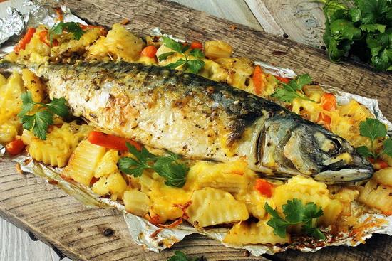 Фаршированная скумбрия, запеченная в духовке с картошкой - вкусный рецепт в фольге 2