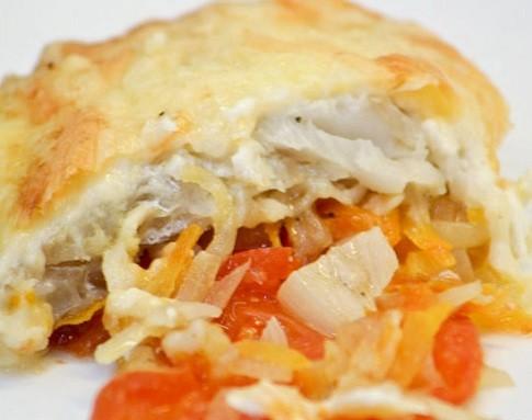 Минтай в духовке с морковью и луком — готовим рыбу вкусно