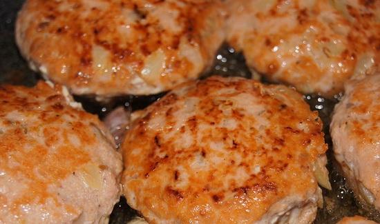 Рыбные котлеты из горбуши – рецепт с фото 4