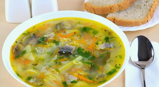 Варим рыбный суп из горбуши консервированной - готовим из консервы 3