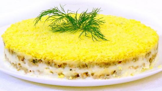 Салат Мимоза - новый рецепт с сайрой и сыром 4