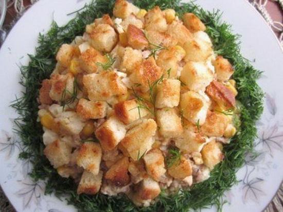 Простой салат с печенью трески рецепт - с рисом и картофелем слоями 2