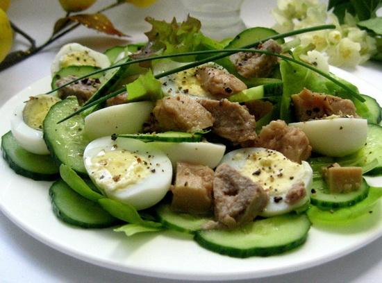 Простой салат с печенью трески рецепт - с рисом и картофелем слоями 3