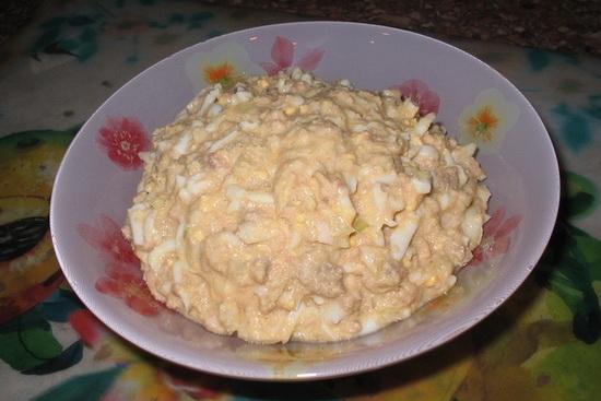 Простой салат с печенью трески рецепт - с рисом и картофелем слоями 4