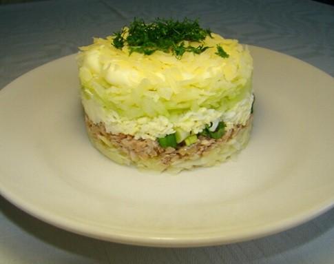 Салат с сайрой консервированной слоями с картофелем