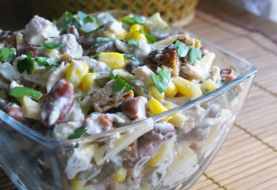 Салат с сайрой консервированной слоями с картофелем 2