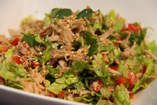 Салаты из тунца консервированного - рецепты с фото 4