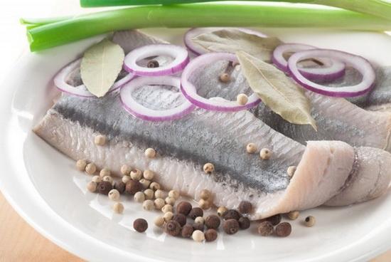 Как посолить сельдь в домашних условиях вкусно и быстро - учимся правильно солить рыбу 3