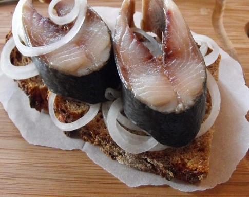 Селедка соленая в домашних условиях за 1 сутки — солим сельдь кусочками
