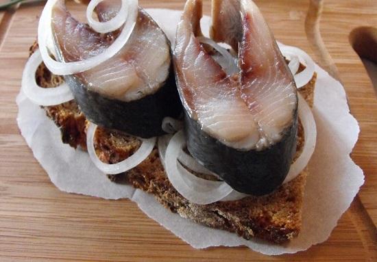 Селедка соленая в домашних условиях за 1 сутки - солим сельдь кусочками 1