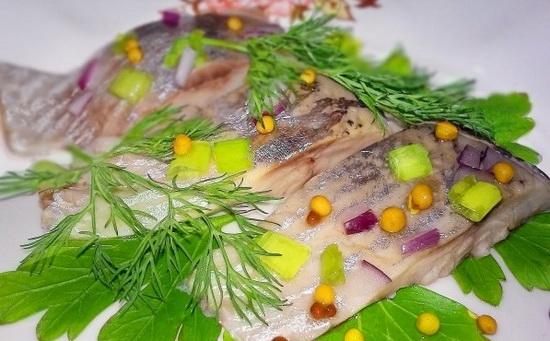 Селедка соленая в домашних условиях за 1 сутки - солим сельдь кусочками 3