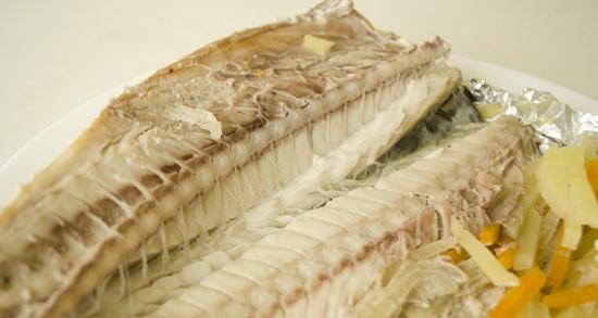 Скумбрия, запеченная в фольге в духовке - рецепты с фото 4