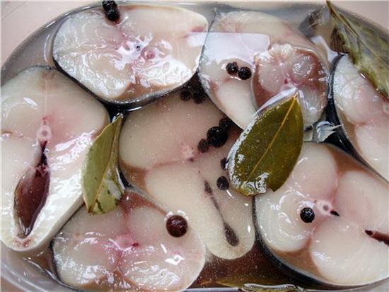 Вкусная соленая скумбрия в домашних условиях быстро - слабосоленая рыба за 2 часа 2