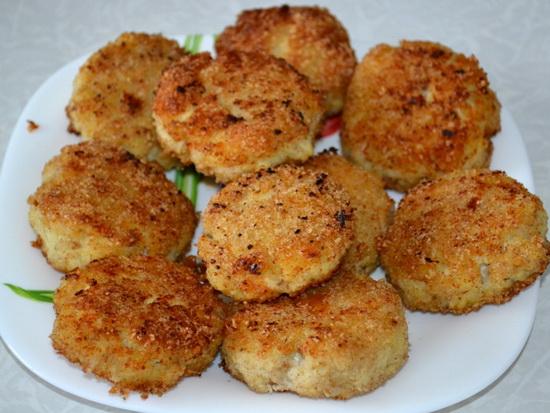 Как сделать вкусные рыбные котлеты из трески - рецепт с фото 2