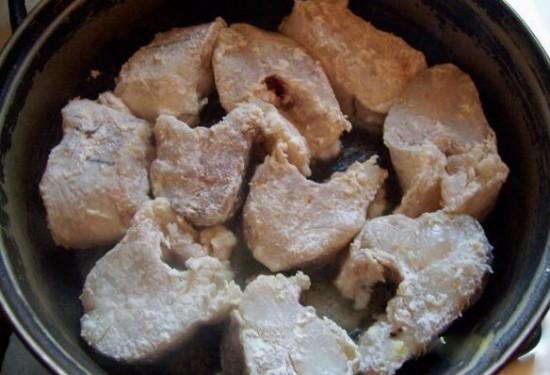 Как можно приготовить пикшу в сметане на сковороде1