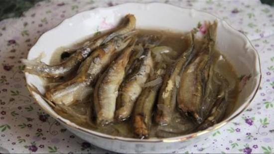 Мойва в духовке (рецепты с фото) с луком и сметаной3