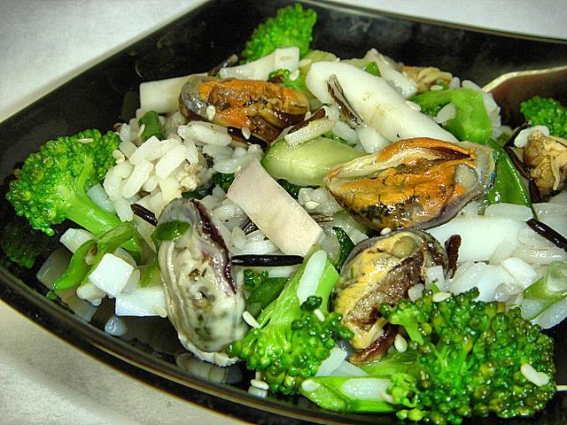 салат из маринованных мидий 1