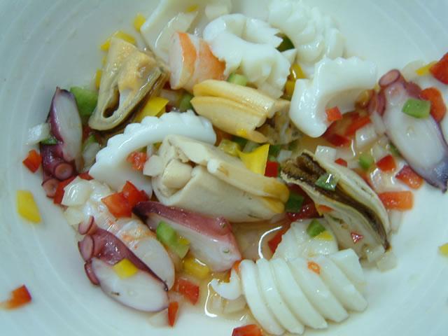 салат из маринованных мидий 3