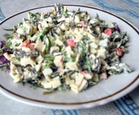 Салат из морской капусты с яйцом и луком