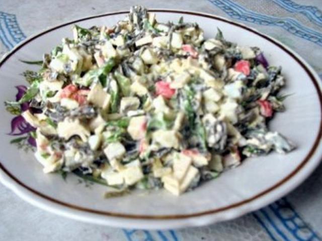 салат из морской капусты с яйцом и луком 3
