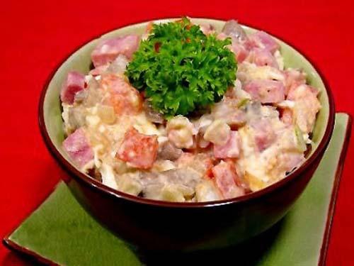 салат из соленой горбуши 3