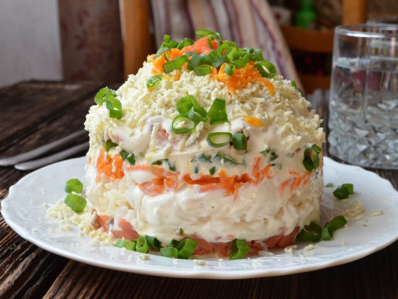 салат из соленой горбуши 5