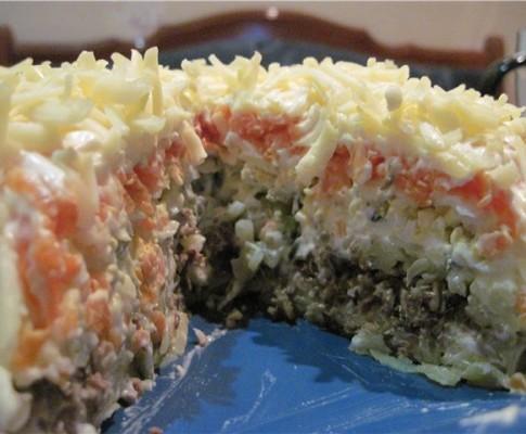 Вкусный шпротный салат с помидорами