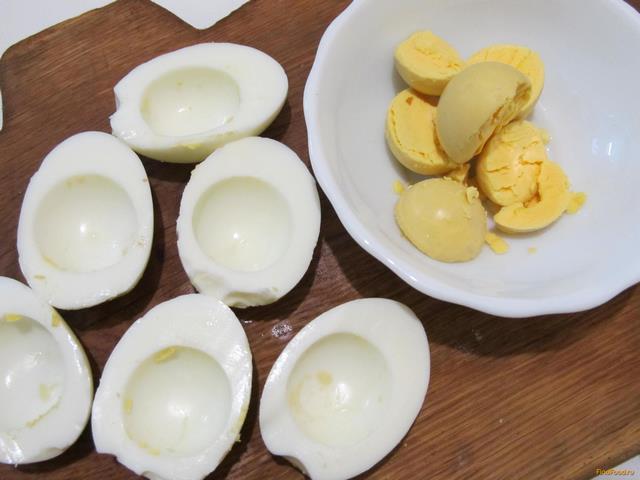 яйца фаршированные печенью трески 2